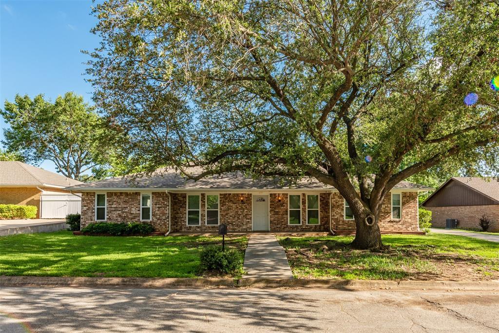 820 Skylark  Drive, Denton, Texas 76205 - Acquisto Real Estate best frisco realtor Amy Gasperini 1031 exchange expert
