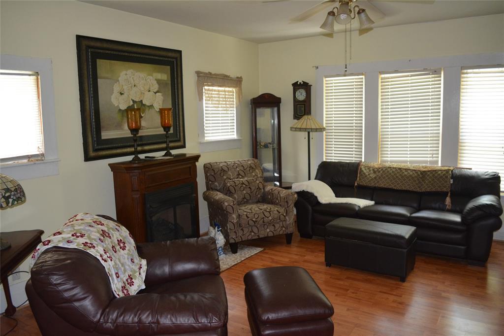 202 Washington  Street, Cleburne, Texas 76031 - acquisto real estate best designer and realtor hannah ewing kind realtor