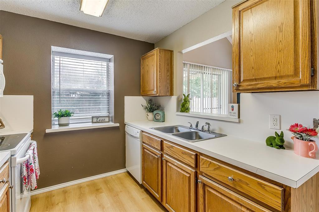 6028 Hillglen  Drive, Watauga, Texas 76148 - acquisto real estate best designer and realtor hannah ewing kind realtor