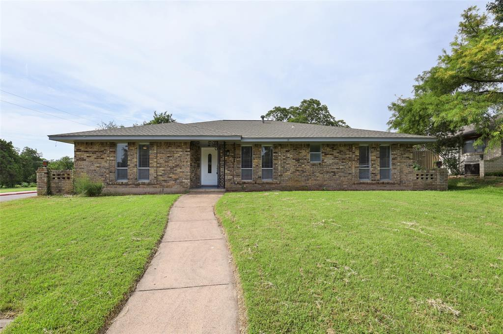 602 Little Creek  Drive, Duncanville, Texas 75116 - Acquisto Real Estate best frisco realtor Amy Gasperini 1031 exchange expert