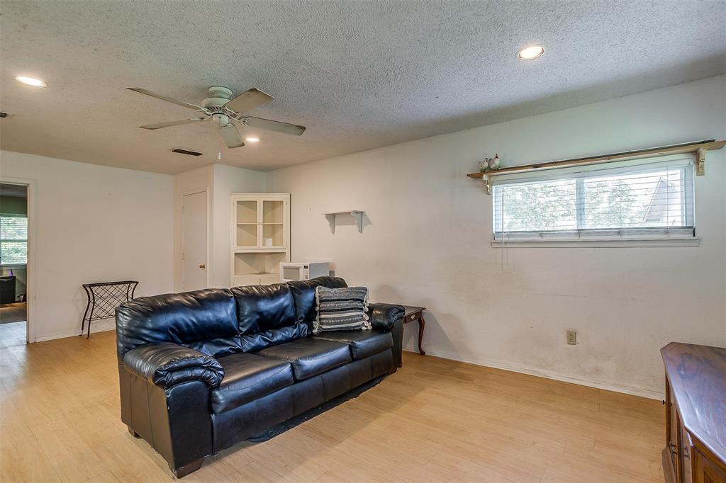 1010 Yvonne  Drive, Joshua, Texas 76058 - acquisto real estate best looking realtor in america shana acquisto