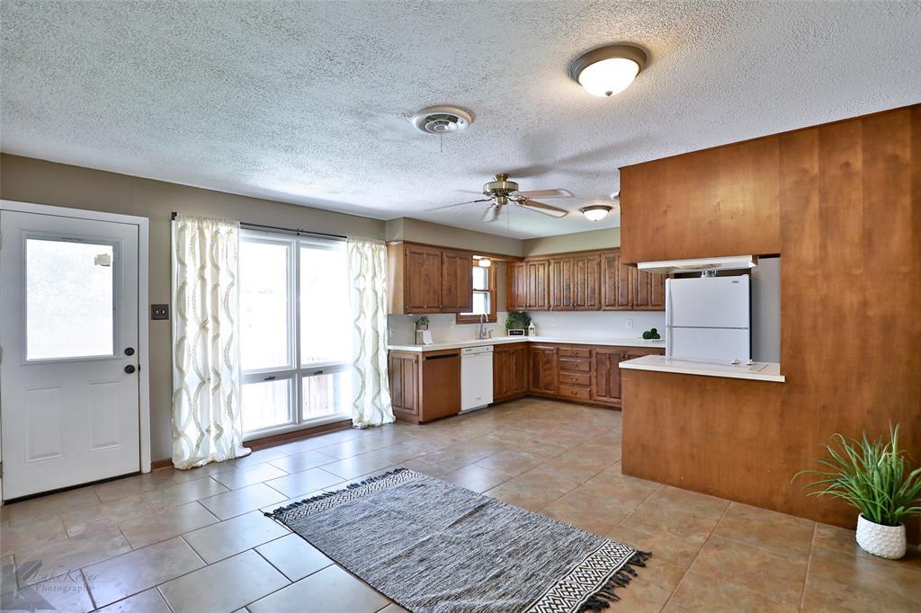 1402 Glenhaven  Drive, Abilene, Texas 79603 - acquisto real estate best photos for luxury listings amy gasperini quick sale real estate