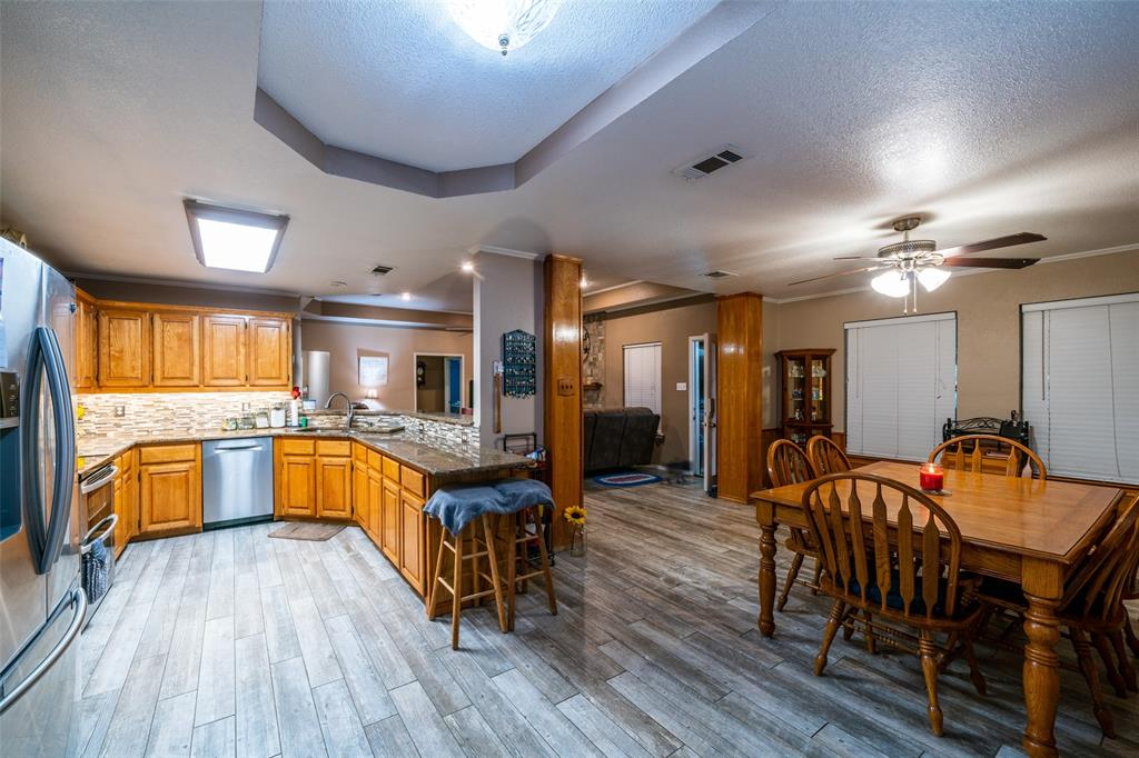 221 Sunrise  Court, Palmer, Texas 75152 - acquisto real estate best real estate company to work for