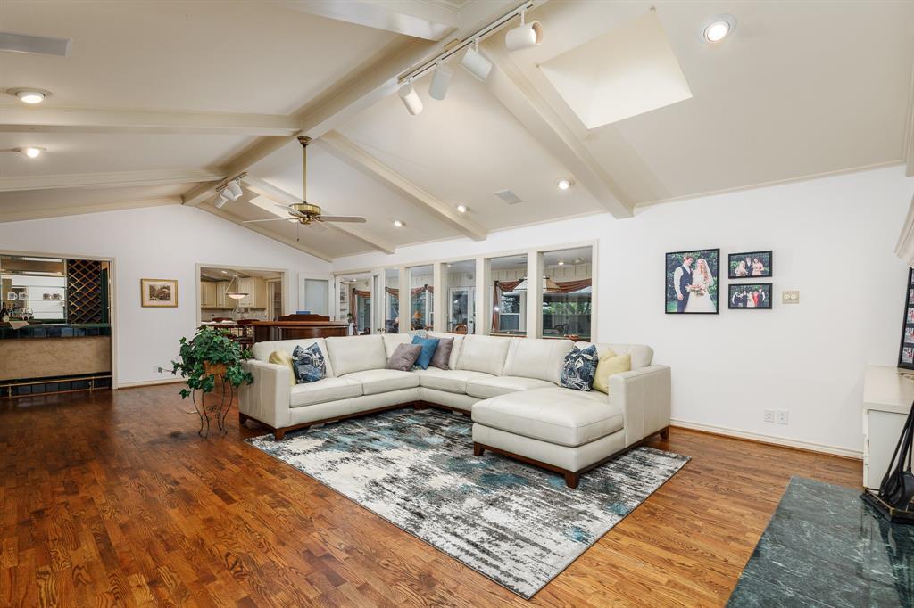 6556 Meadowcreek  Drive, Dallas, Texas 75254 - acquisto real estate best highland park realtor amy gasperini fast real estate service