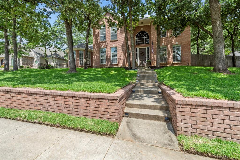 8324 Thorncrest  Court, North Richland Hills, Texas 76182 - acquisto real estate mvp award real estate logan lawrence