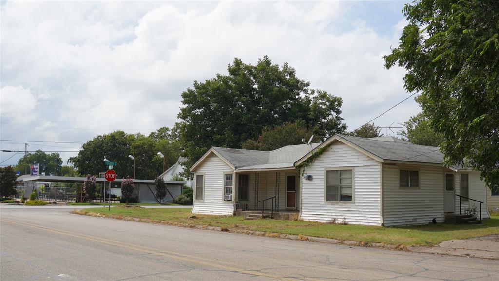 709 Caddo  Street, Cleburne, Texas 76031 - Acquisto Real Estate best frisco realtor Amy Gasperini 1031 exchange expert