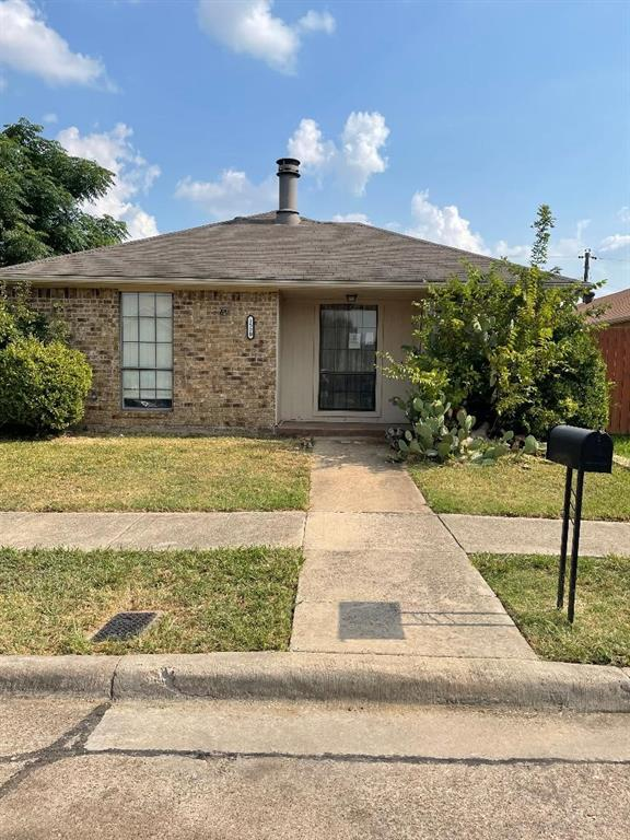 1520 Parkwood  Place, Irving, Texas 75060 - Acquisto Real Estate best frisco realtor Amy Gasperini 1031 exchange expert