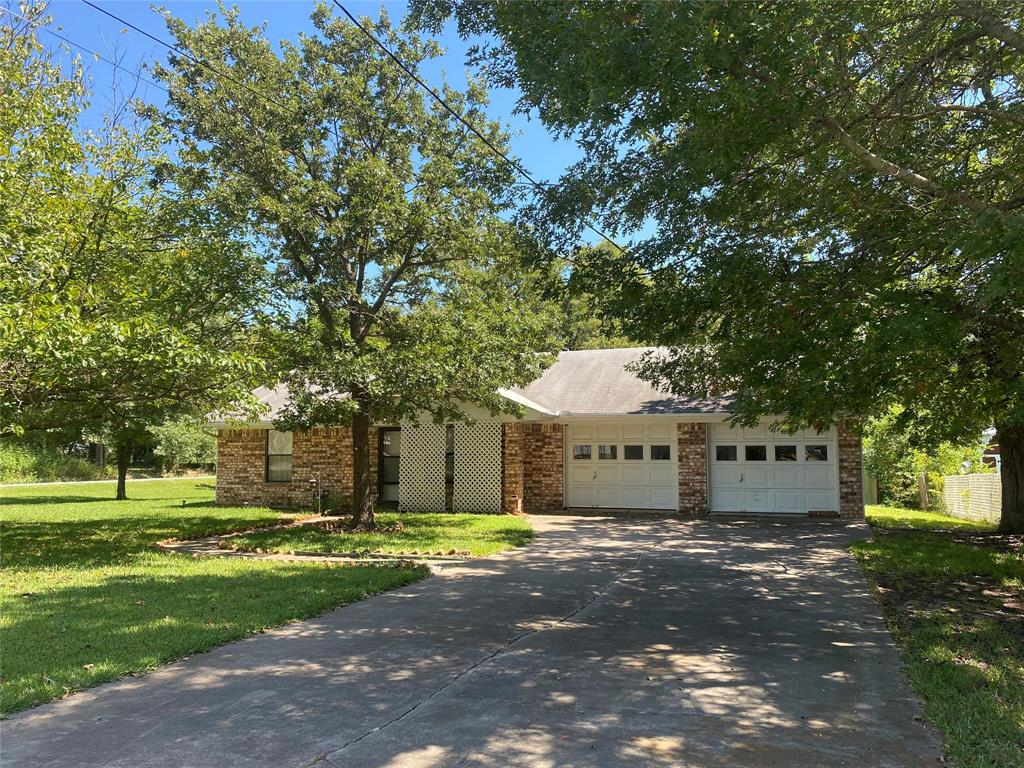 303 Crump  Street, Saint Jo, Texas 76265 - Acquisto Real Estate best frisco realtor Amy Gasperini 1031 exchange expert