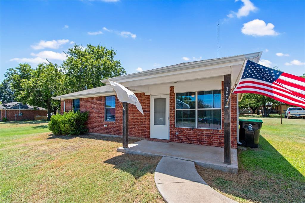 306 Allen  Street, Boyd, Texas 76023 - Acquisto Real Estate best frisco realtor Amy Gasperini 1031 exchange expert