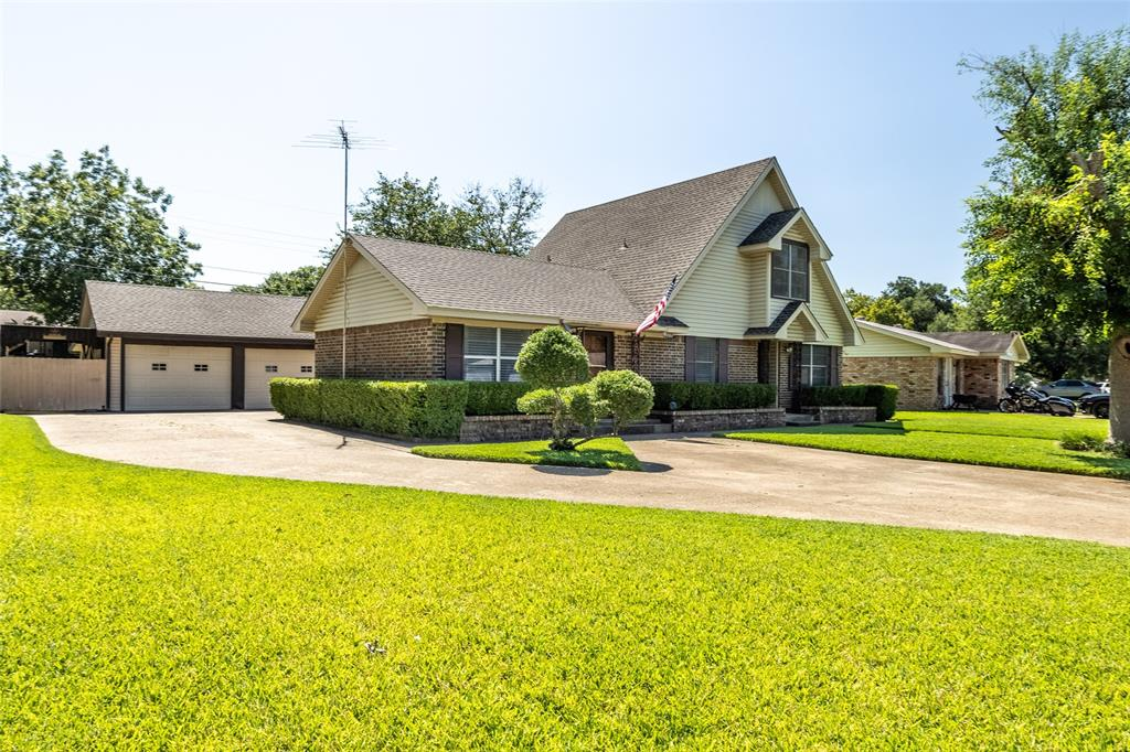 1604 Lyndale  Drive, Ennis, Texas 75119 - Acquisto Real Estate best frisco realtor Amy Gasperini 1031 exchange expert
