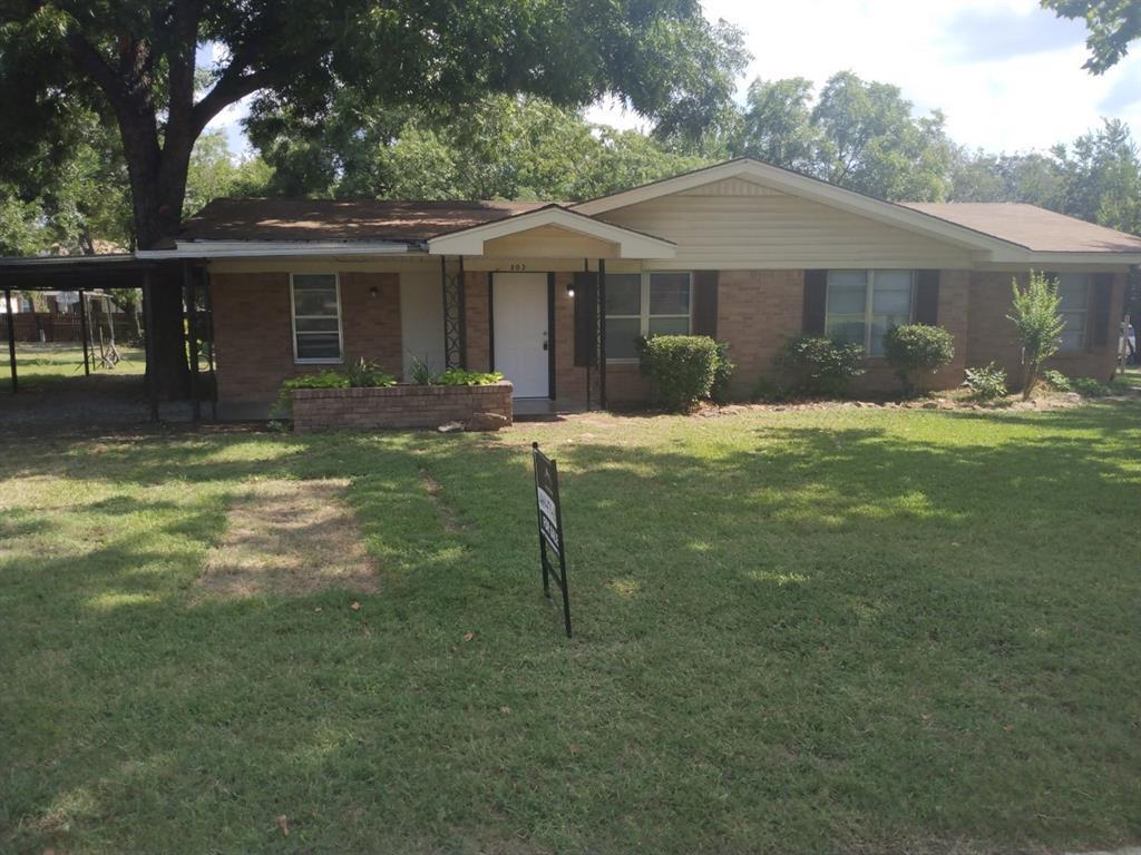 303 Live Oak  Street, Bowie, Texas 76230 - Acquisto Real Estate best frisco realtor Amy Gasperini 1031 exchange expert