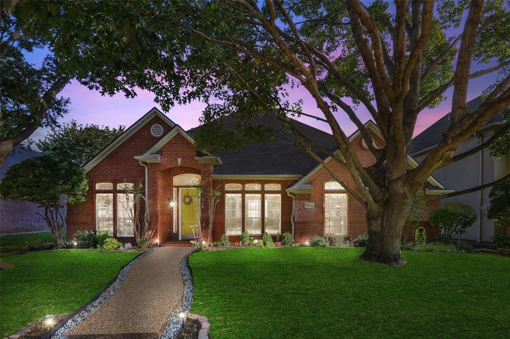 3923 Belton  Drive, Dallas, Texas 75287 - Acquisto Real Estate best frisco realtor Amy Gasperini 1031 exchange expert