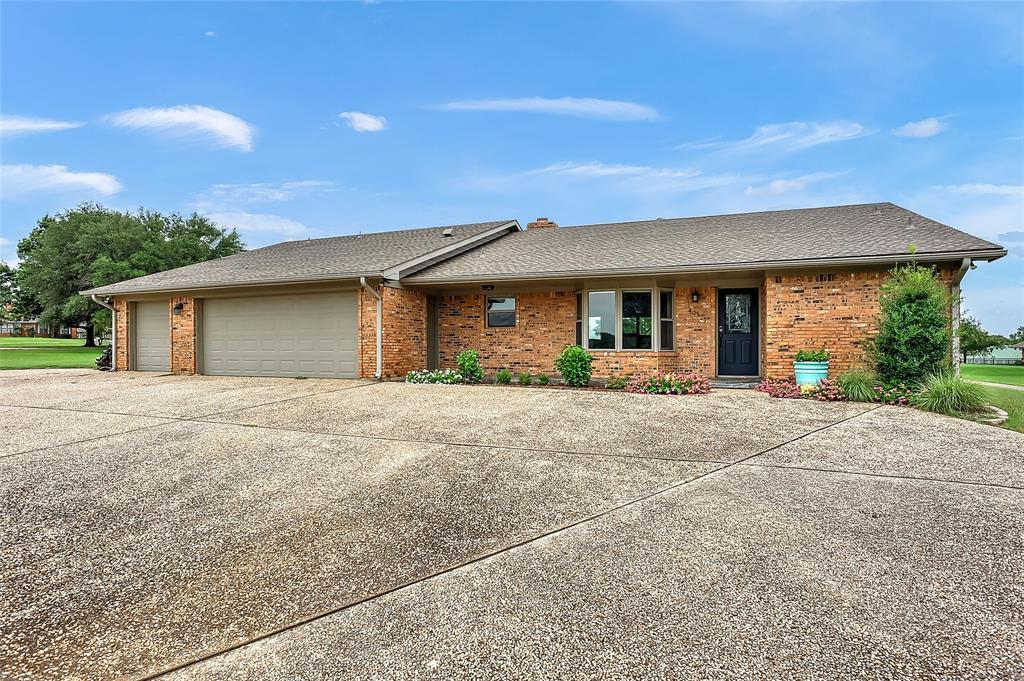 401 Kiowa  Drive, Lake Kiowa, Texas 76240 - Acquisto Real Estate best frisco realtor Amy Gasperini 1031 exchange expert