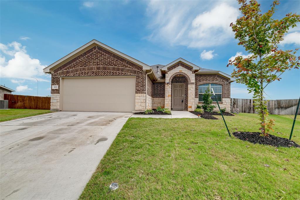800 Amberwood  Court, Fort Worth, Texas 76052 - Acquisto Real Estate best frisco realtor Amy Gasperini 1031 exchange expert