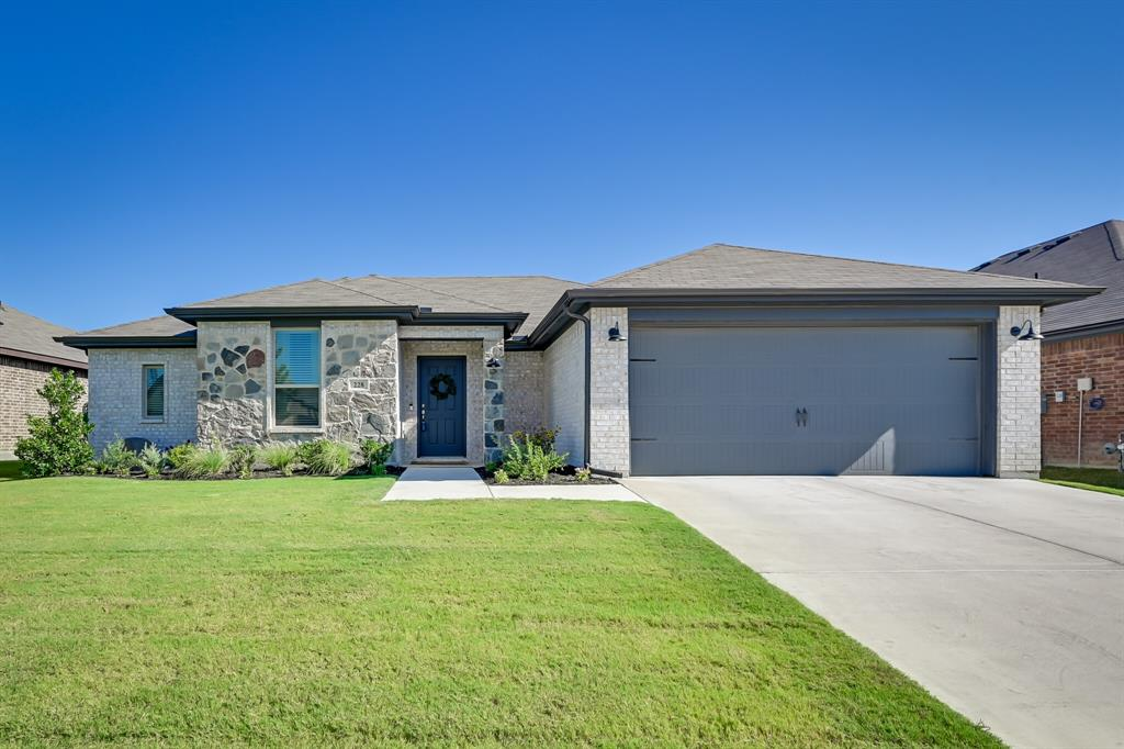228 Cattlemans  Trail, Saginaw, Texas 76131 - Acquisto Real Estate best frisco realtor Amy Gasperini 1031 exchange expert