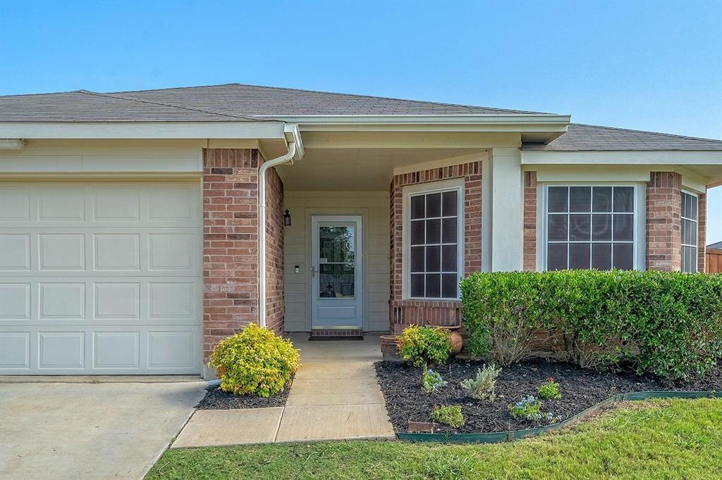1309 Feather Crest  Drive, Krum, Texas 76249 - Acquisto Real Estate best frisco realtor Amy Gasperini 1031 exchange expert