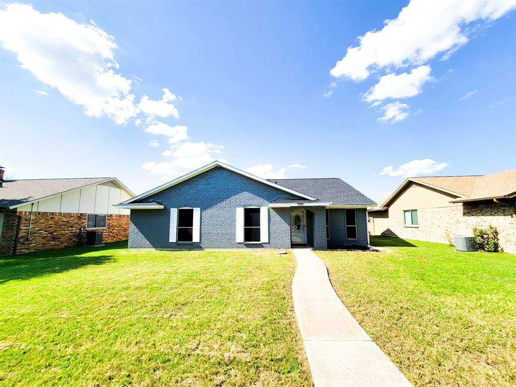 2209 Greenvalley  Drive, Carrollton, Texas 75007 - Acquisto Real Estate best frisco realtor Amy Gasperini 1031 exchange expert
