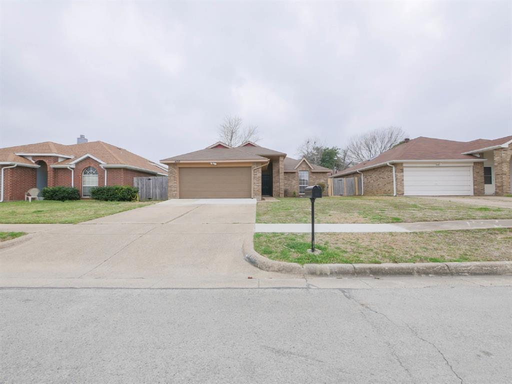 400 Valley Mills  Drive, Arlington, Texas 76018 - Acquisto Real Estate best frisco realtor Amy Gasperini 1031 exchange expert