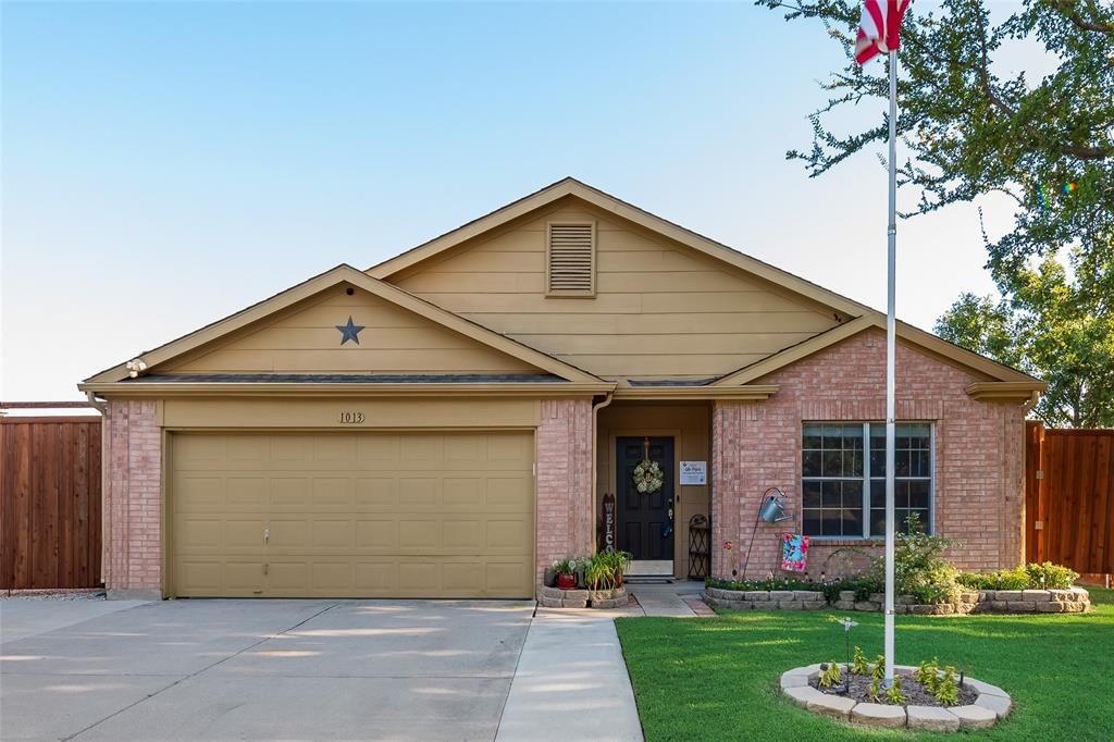 1013 Greenbend  Drive, Denton, Texas 76210 - Acquisto Real Estate best frisco realtor Amy Gasperini 1031 exchange expert