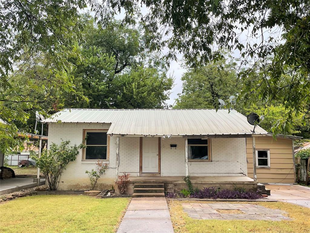 206 9th  Street, San Saba, Texas 76877 - Acquisto Real Estate best frisco realtor Amy Gasperini 1031 exchange expert
