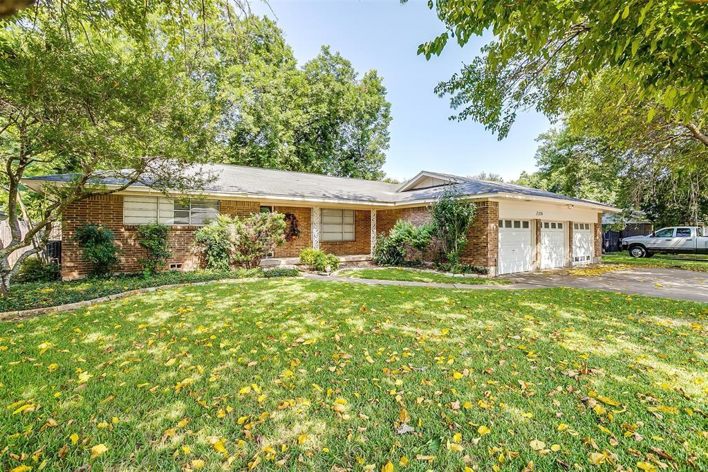 1206 Wade Hampton  Street, Benbrook, Texas 76126 - Acquisto Real Estate best frisco realtor Amy Gasperini 1031 exchange expert