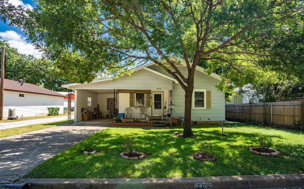 304 Davis  Street, West, Texas 76691 - Acquisto Real Estate best frisco realtor Amy Gasperini 1031 exchange expert