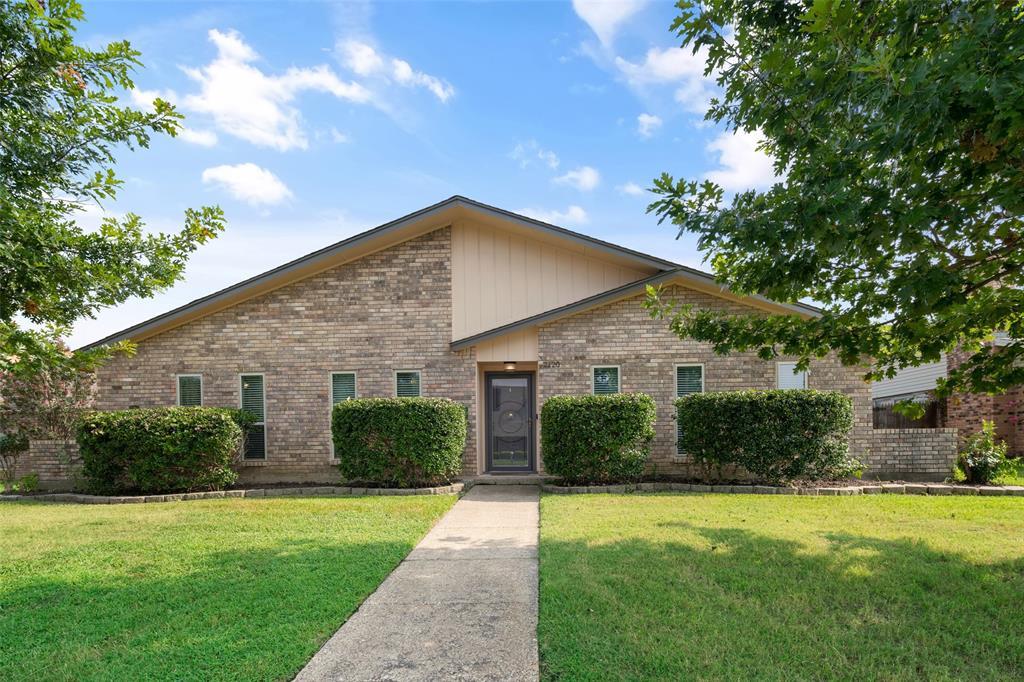 2120 Blossom  Lane, Richardson, Texas 75081 - Acquisto Real Estate best frisco realtor Amy Gasperini 1031 exchange expert