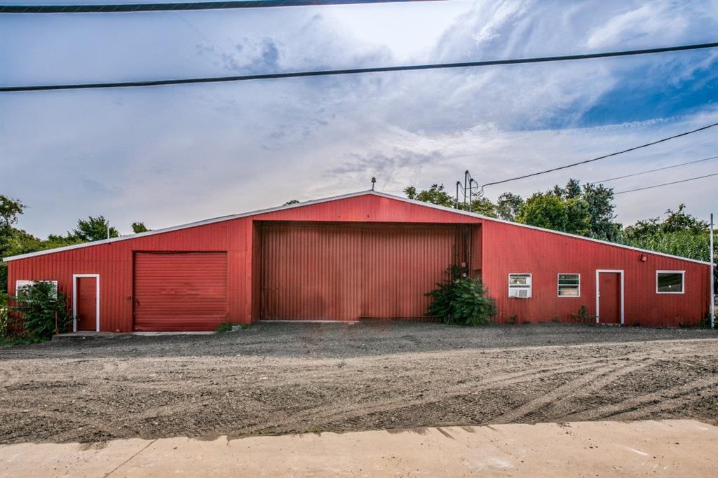 1641 SOUTHEAST  Parkway, Azle, Texas 76020 - Acquisto Real Estate best frisco realtor Amy Gasperini 1031 exchange expert