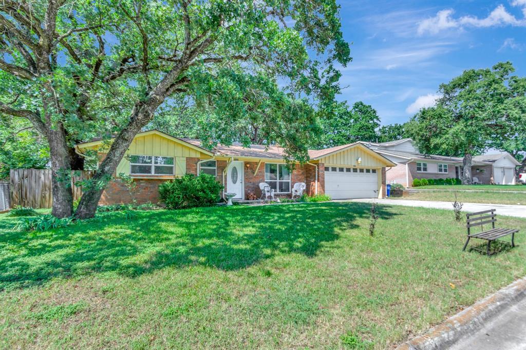 1032 Idlewood  Avenue, Azle, Texas 76020 - Acquisto Real Estate best frisco realtor Amy Gasperini 1031 exchange expert
