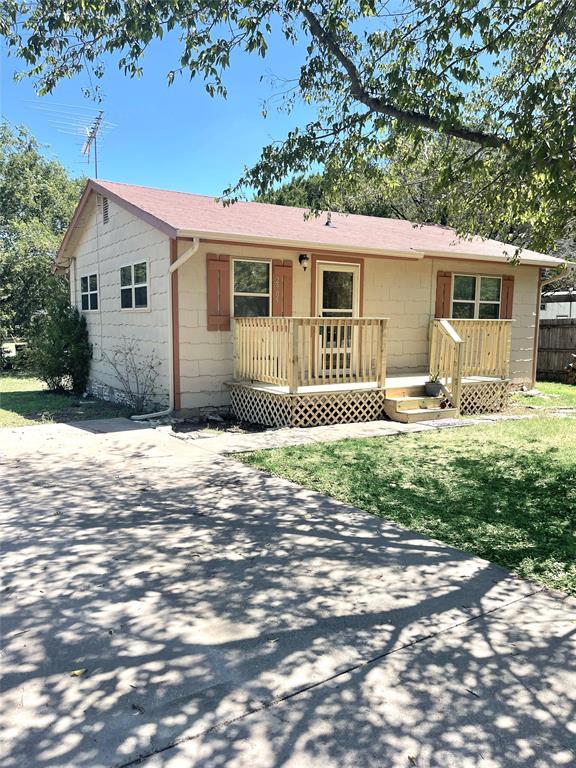2905 Rockwood  Drive, Granbury, Texas 76048 - Acquisto Real Estate best frisco realtor Amy Gasperini 1031 exchange expert
