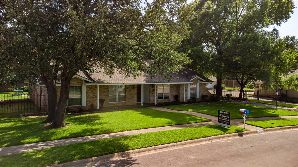 1710 Dickerson  Drive, Pantego, Texas 76013 - Acquisto Real Estate best frisco realtor Amy Gasperini 1031 exchange expert