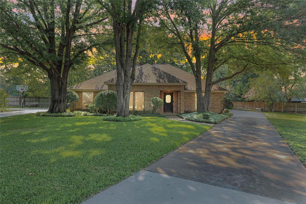 2411 Pecan Tree  Circle, McKinney, Texas 75072 - Acquisto Real Estate best frisco realtor Amy Gasperini 1031 exchange expert