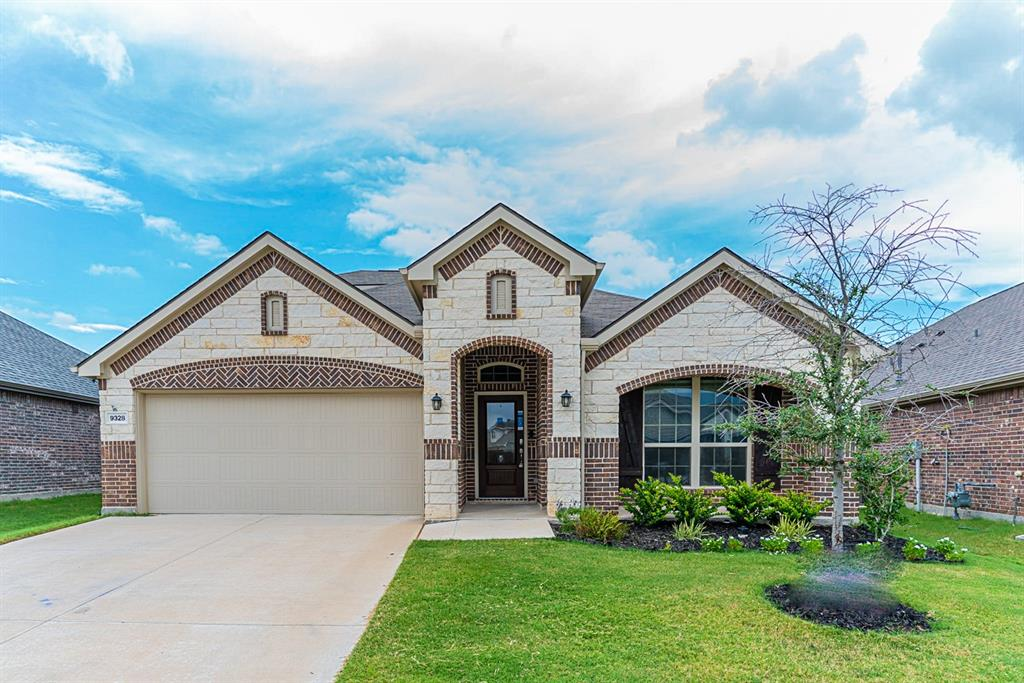9328 Flying Eagle  Lane, Fort Worth, Texas 76131 - Acquisto Real Estate best frisco realtor Amy Gasperini 1031 exchange expert