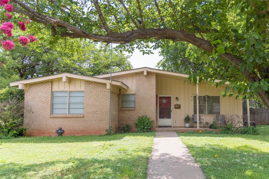 1802 Meadowbrook  Drive, Abilene, Texas 79603 - Acquisto Real Estate best frisco realtor Amy Gasperini 1031 exchange expert