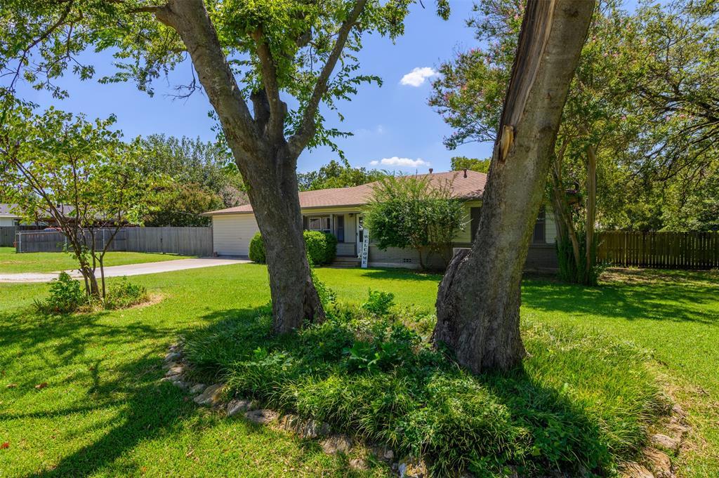 417 Lloyd  Street, Krum, Texas 76249 - Acquisto Real Estate best frisco realtor Amy Gasperini 1031 exchange expert