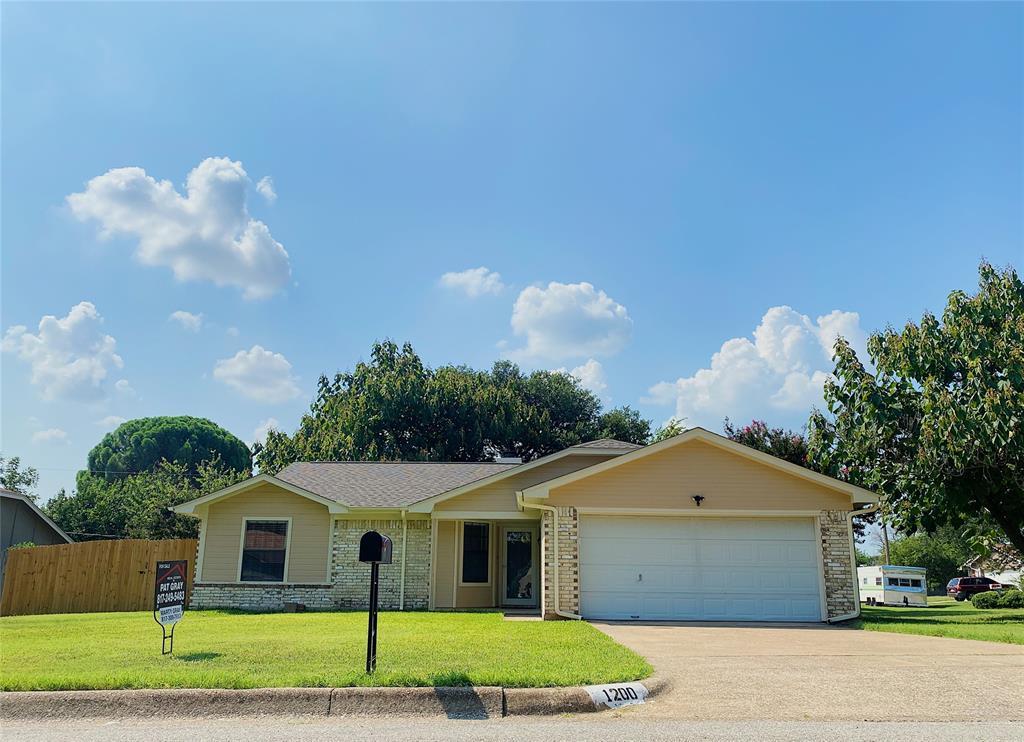 1200 Timbercrest  Drive, Benbrook, Texas 76126 - Acquisto Real Estate best frisco realtor Amy Gasperini 1031 exchange expert