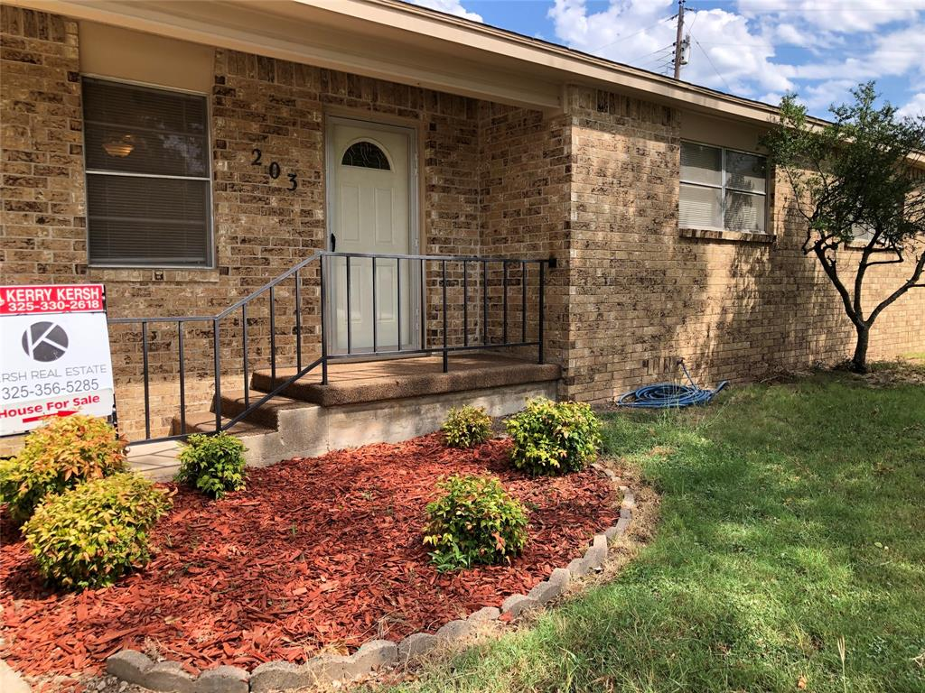 203 Martin  Avenue, Comanche, Texas 76442 - Acquisto Real Estate best frisco realtor Amy Gasperini 1031 exchange expert