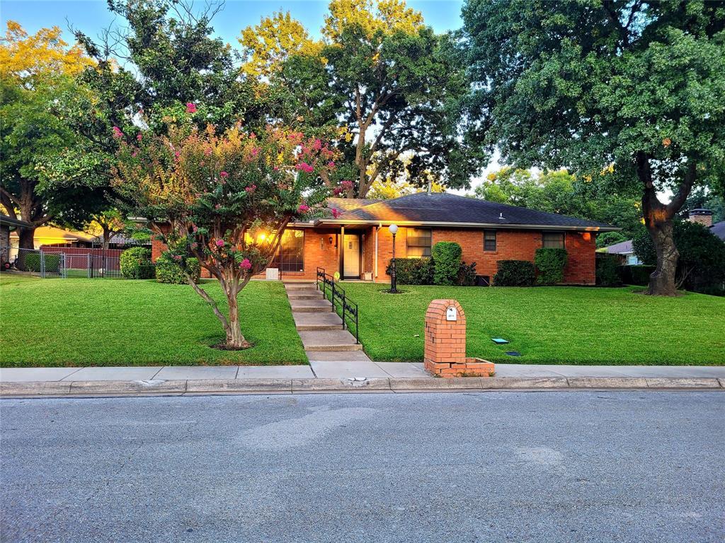 1128 Westlake  Drive, DeSoto, Texas 75115 - Acquisto Real Estate best frisco realtor Amy Gasperini 1031 exchange expert