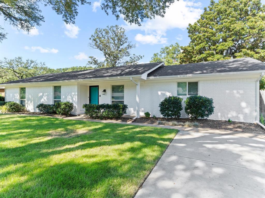 1702 Oakridge  Drive, Pantego, Texas 76013 - Acquisto Real Estate best frisco realtor Amy Gasperini 1031 exchange expert