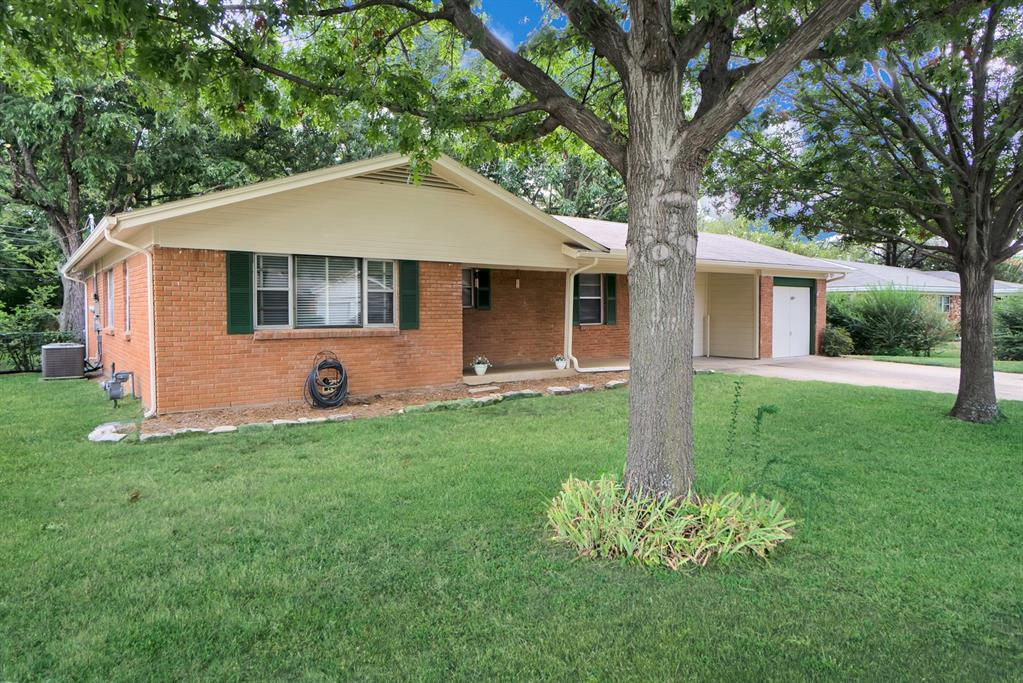 1221 Bradford  Drive, Hurst, Texas 76053 - Acquisto Real Estate best frisco realtor Amy Gasperini 1031 exchange expert