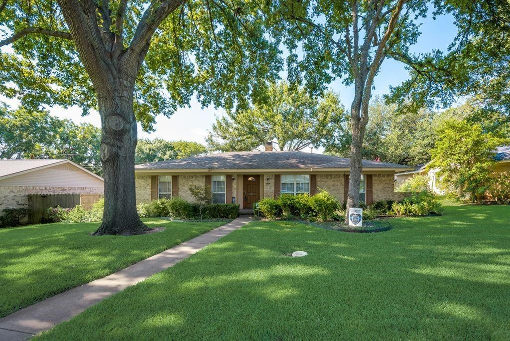 3821 Crestpark  Drive, Farmers Branch, Texas 75244 - Acquisto Real Estate best frisco realtor Amy Gasperini 1031 exchange expert