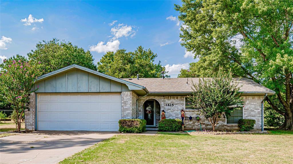 1425 Lockwood  Street, Stephenville, Texas 76401 - Acquisto Real Estate best frisco realtor Amy Gasperini 1031 exchange expert