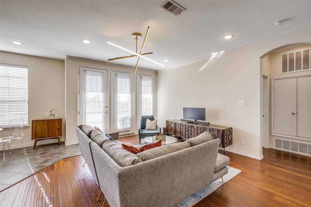 950 Henderson  Street, Fort Worth, Texas 76102 - Acquisto Real Estate best frisco realtor Amy Gasperini 1031 exchange expert