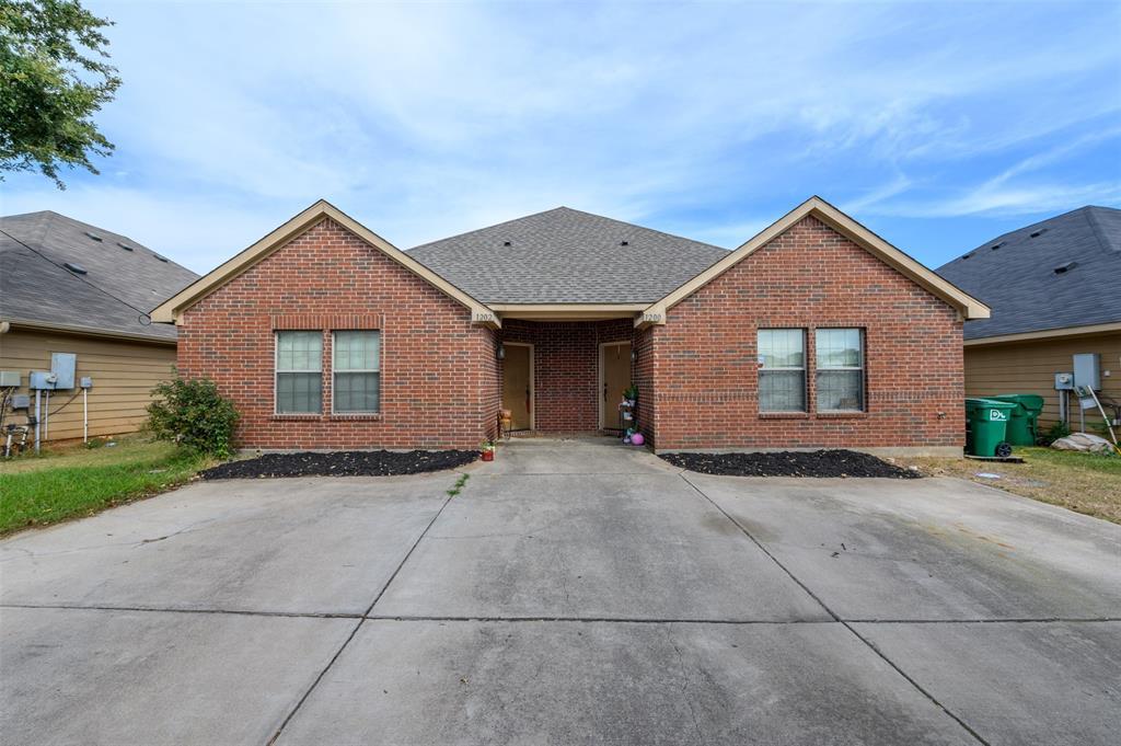 1202 Mulkey  Lane, Denton, Texas 76209 - Acquisto Real Estate best frisco realtor Amy Gasperini 1031 exchange expert