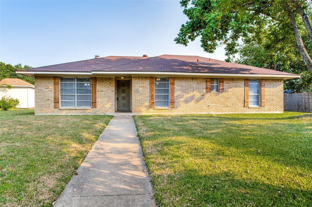 601 Lisa  Lane, Cedar Hill, Texas 75104 - Acquisto Real Estate best frisco realtor Amy Gasperini 1031 exchange expert