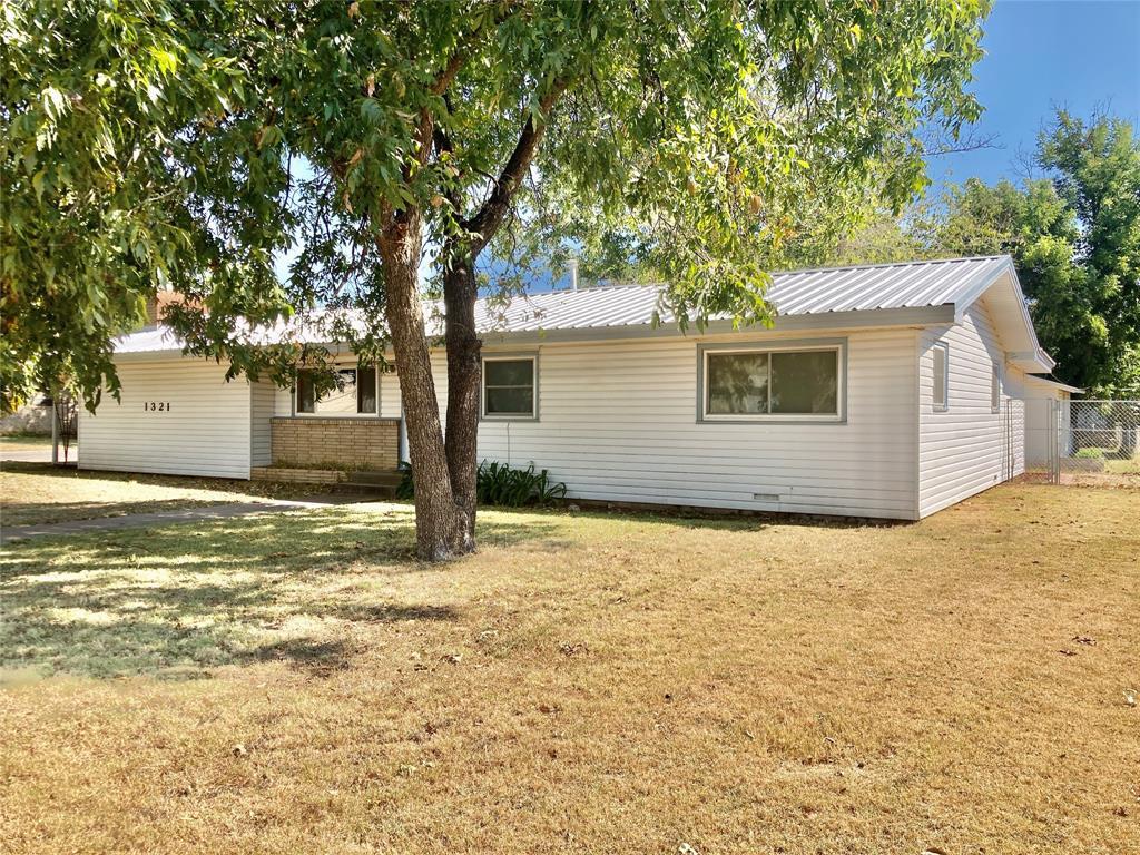 1321 Cherry  Street, Graham, Texas 76450 - Acquisto Real Estate best frisco realtor Amy Gasperini 1031 exchange expert