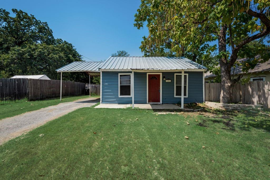 3201 Hiawatha  Trail, Lake Worth, Texas 76135 - Acquisto Real Estate best frisco realtor Amy Gasperini 1031 exchange expert