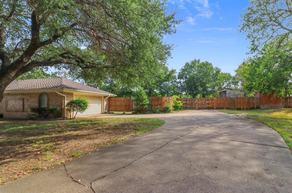 9805 Bois D Arc  Court, Fort Worth, Texas 76126 - Acquisto Real Estate best frisco realtor Amy Gasperini 1031 exchange expert