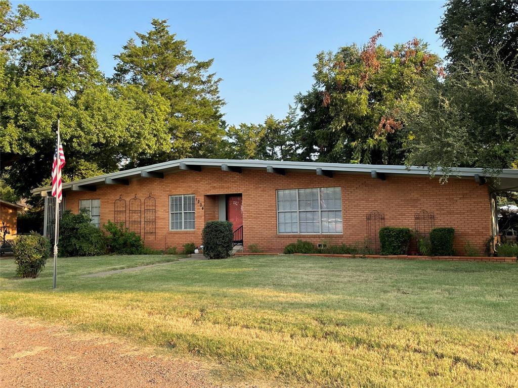 1204 Custer  Street, Seymour, Texas 76380 - Acquisto Real Estate best frisco realtor Amy Gasperini 1031 exchange expert