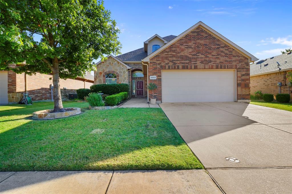 10912 Irish Glen  Trail, Fort Worth, Texas 76052 - Acquisto Real Estate best frisco realtor Amy Gasperini 1031 exchange expert